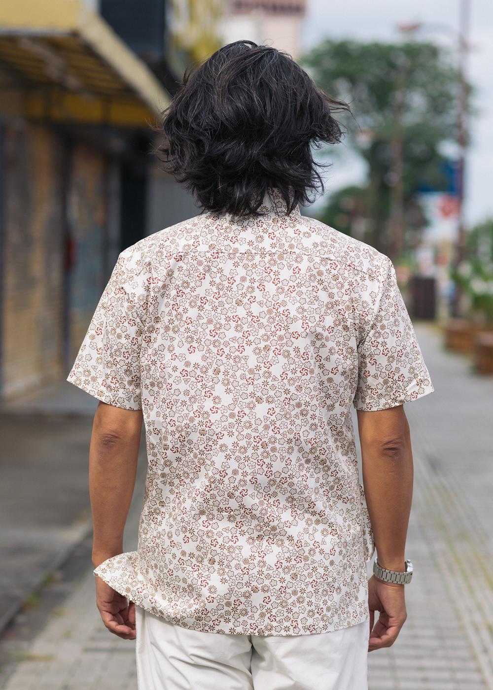 かりゆしウェア(沖縄版アロハシャツ) MAJUN - ブロッサムタイル