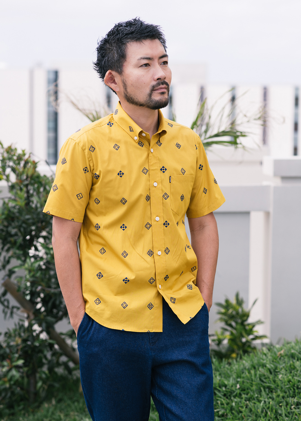 かりゆしウェア(沖縄版アロハシャツ) MAJUN - 花ブロック刺繍